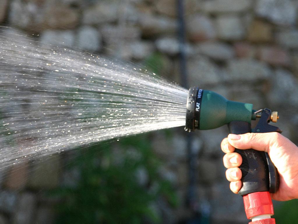Cuidando el medio ambiente consejos para cuidar el medio - Mangueras de agua ...