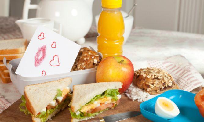 organizar-el-almuerzo-para-los-ninos-o-el-trabajo-668x400x80xX